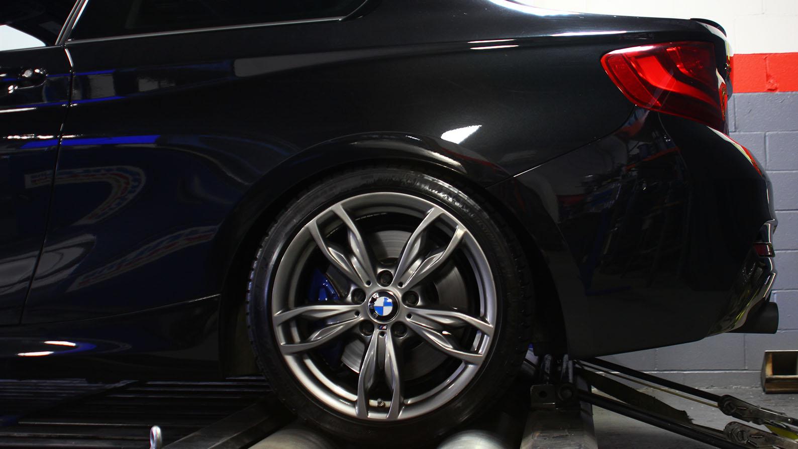 Name:  M235i-BMW-White_0029_IMG_8263.jpg Views: 13751 Size:  171.2 KB