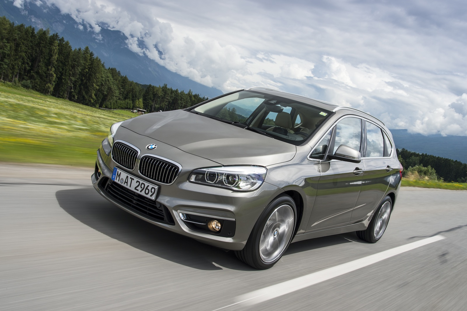 bmw 2 series active tourer first drive review. Black Bedroom Furniture Sets. Home Design Ideas